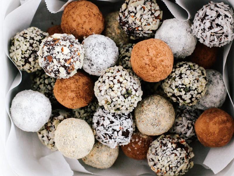 Làm Chocolate truffles sắc màu với hàng ngàn hương vị