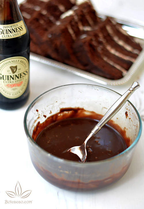 banh-chocolate-bia-den-6