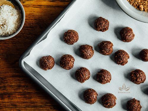 làm kẹo chocolate hạnh nhân 1